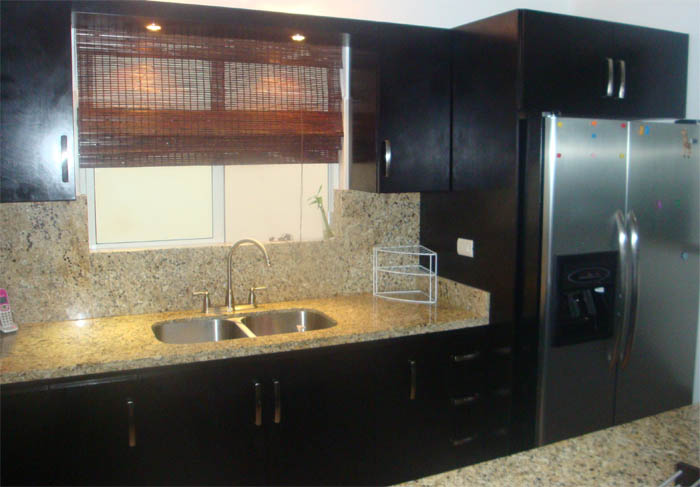 Okume - Cocinas con encimeras de granito ...